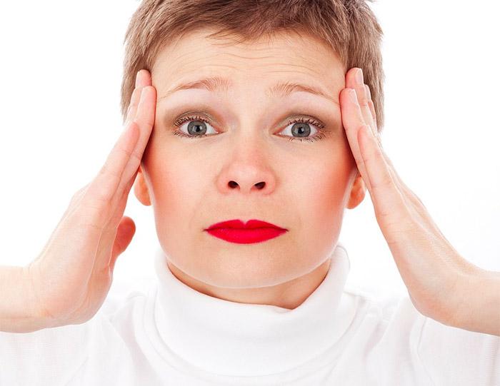 Mal di testa e nausea: quali sono le principali cause?
